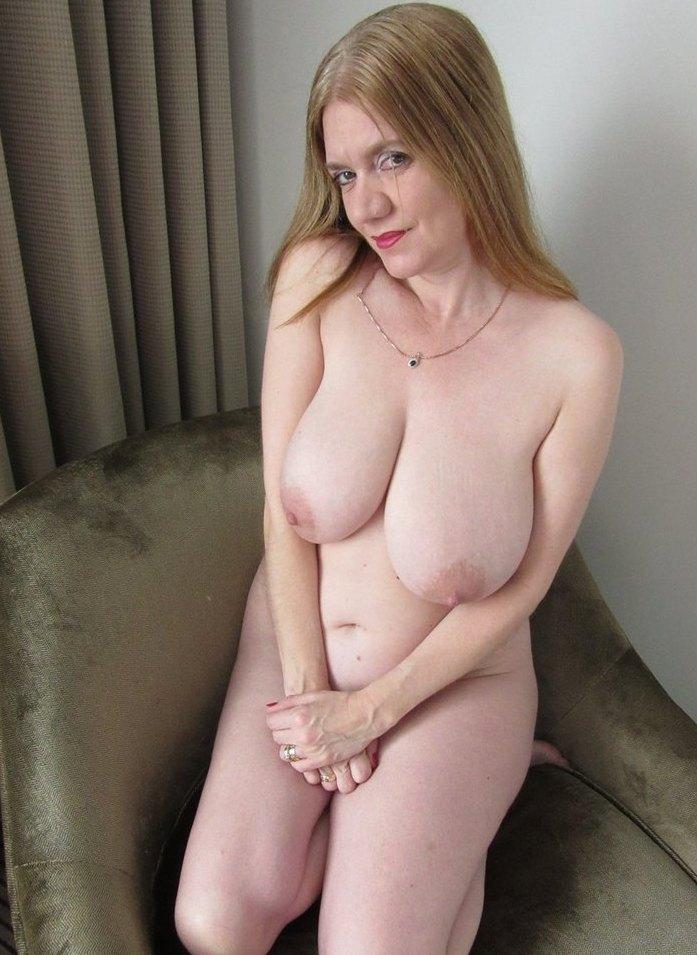Versaute Bitch hat Lust auf intensives Sexabenteuer.