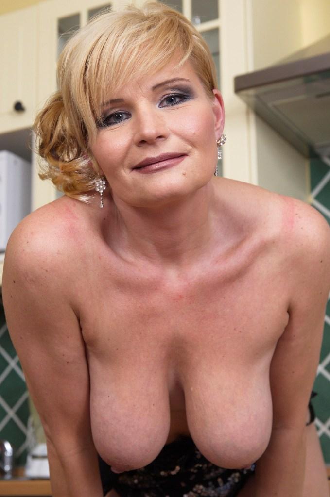 Wuschige Frau möchte sexy Vergnügen.