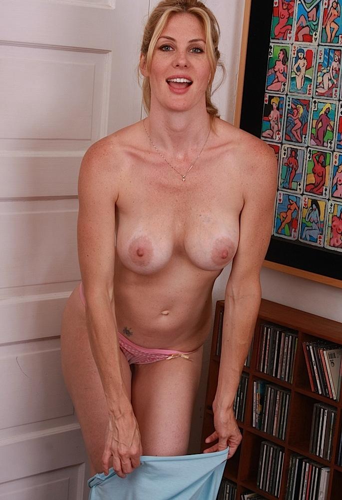 Geile Cougar will liebevolles Sexverhältnis.