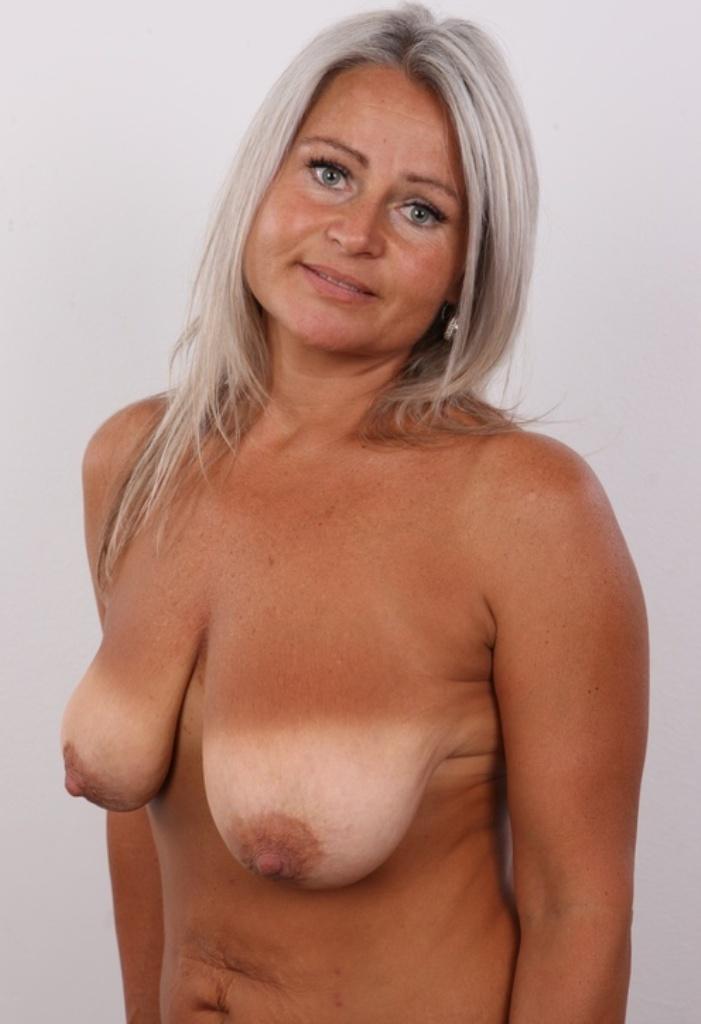 Sexgeile Hausfrauen möchten frivoles Verhältnis.