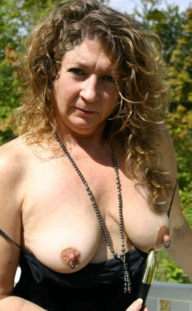 Sexy Cougar noch heute flachlegen.