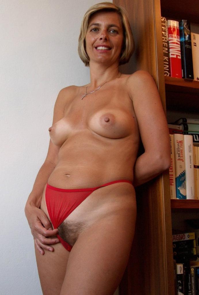 Untervögelte Ehefrauen brauchen privates Sexvergnügen.