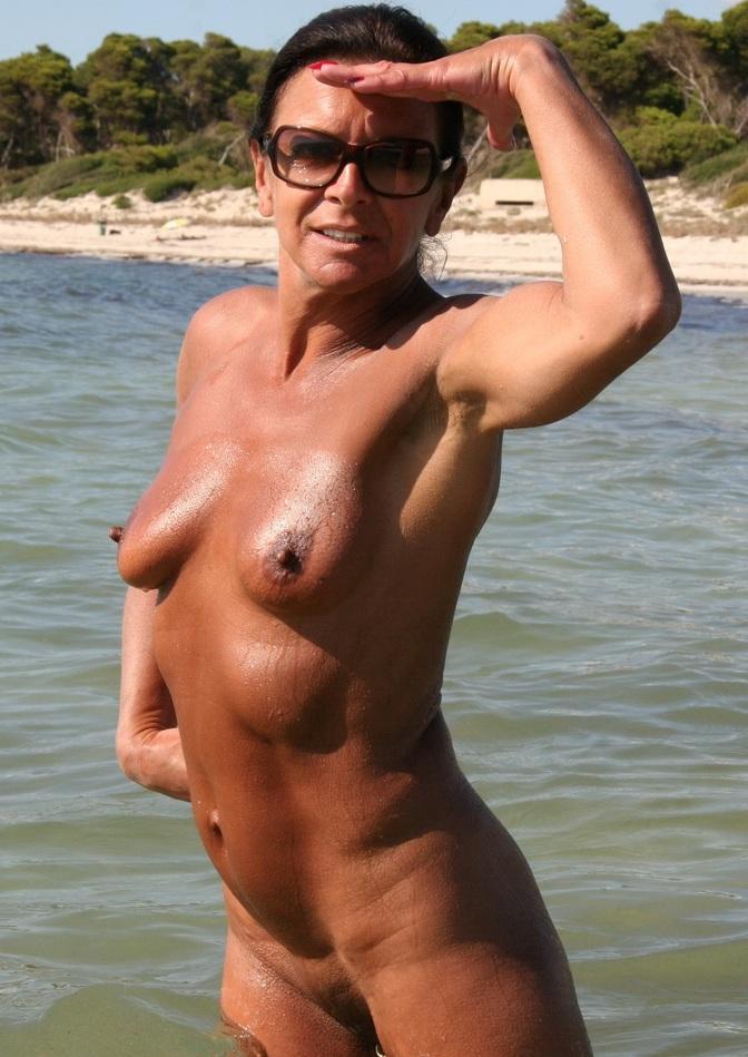 Aufgeschlossene Cougar sucht lustvolles Sexvergnügen.