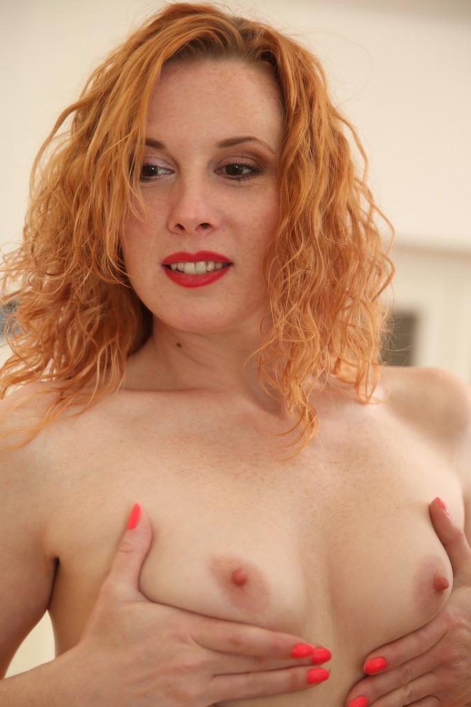 Durchtriebene Frau sucht sexy Verhältnis.