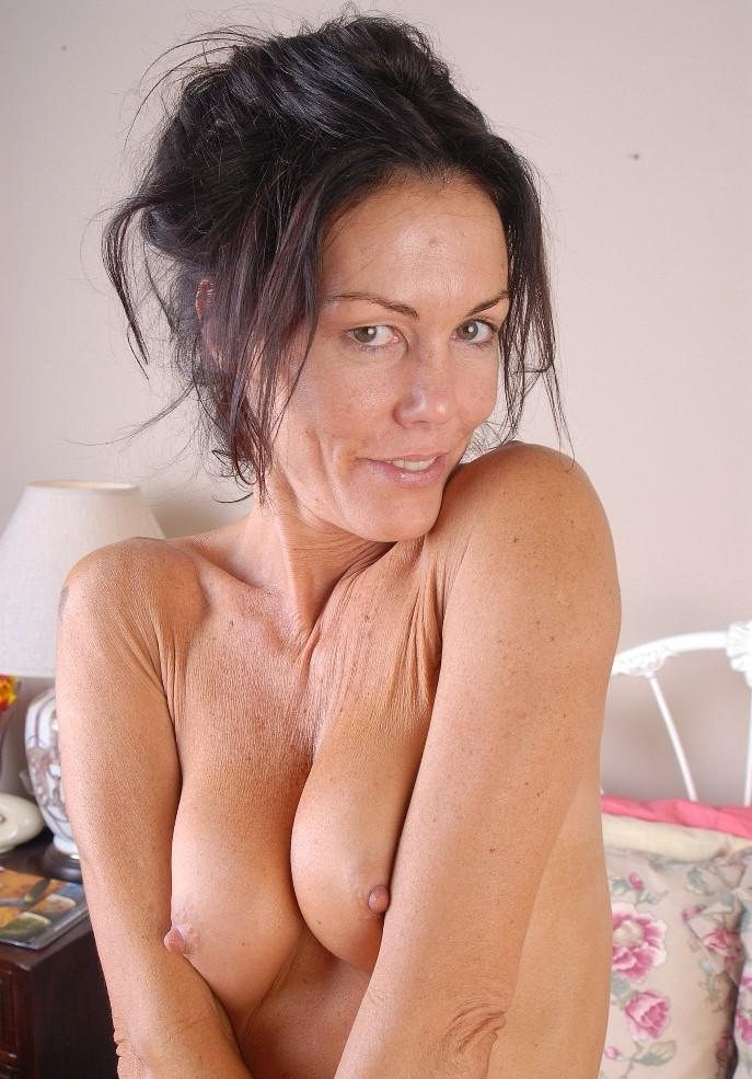Notgeile Hausfrauen möchten leidenschaftliches Sexabenteuer.