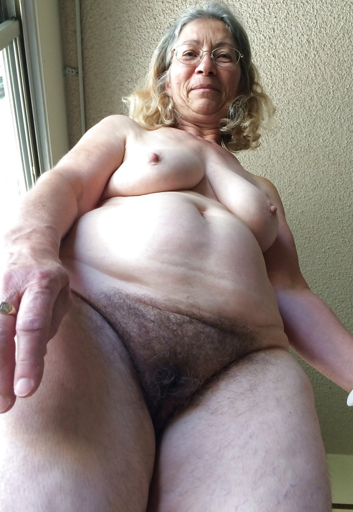 Sexgierige Omas wollen verführerisches Sexvergnügen.