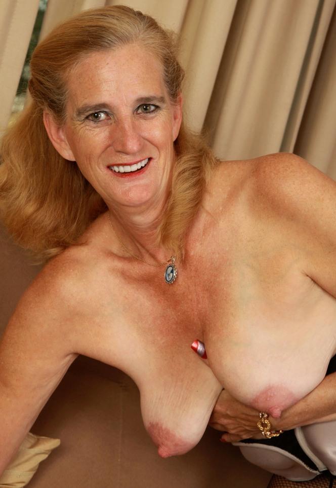Sexgierige Frau aus Deiner Umgebung nageln.