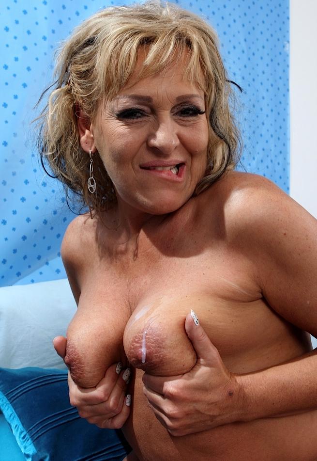 Sexy Hobbyhuren für Erotischer Kontakt Frankfurt motivieren.