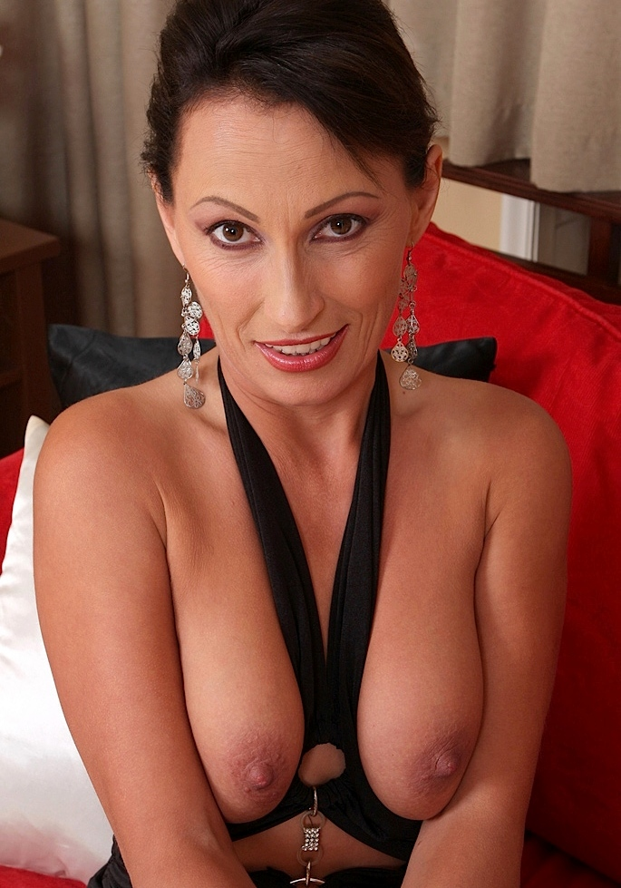 Fickwillige Cougar braucht erotisches Vergnügen.