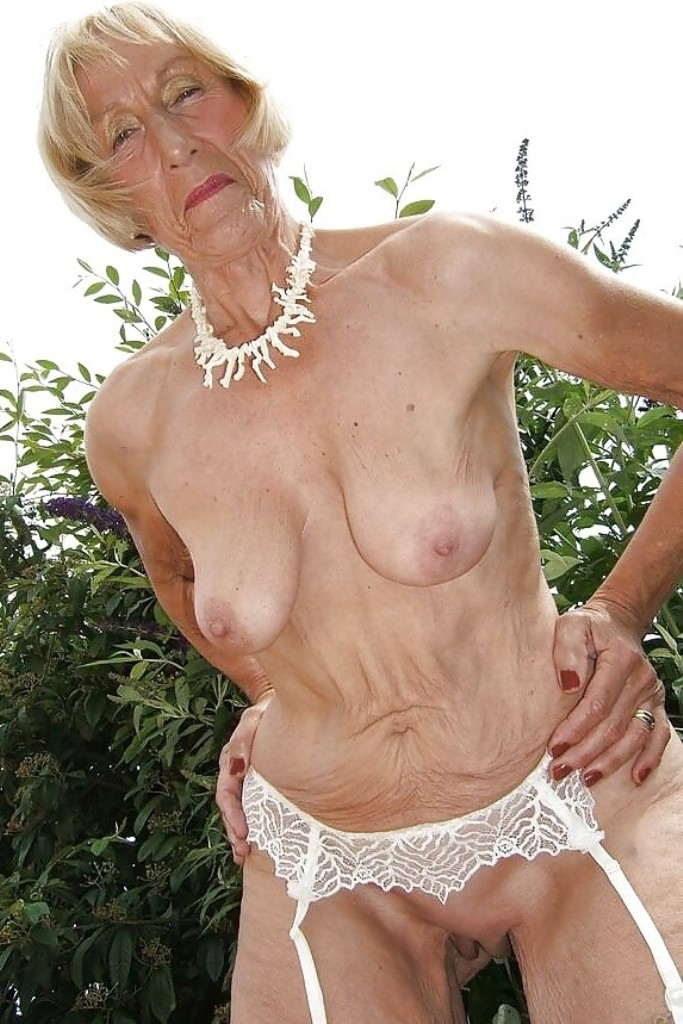 Sexgierige Bräute wollen sexy Vergnügen.